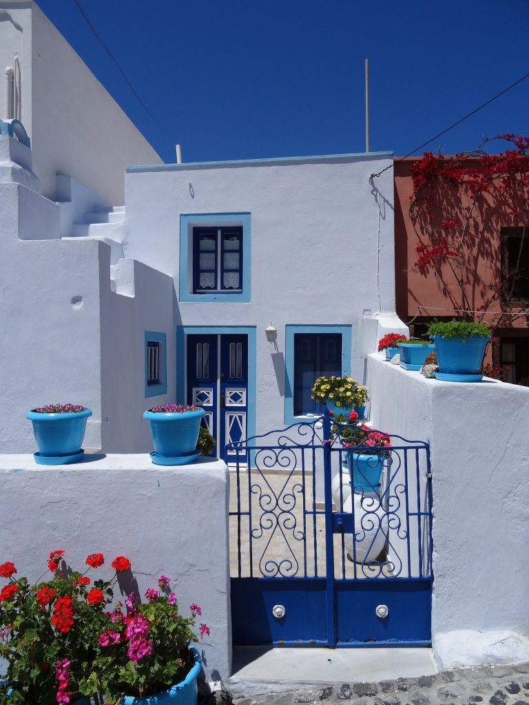 Image by Klaus-Peter Huschka from Pixabay santorini-3175511_1920 200526 kevin mcsherry landscape Zoom online art classes in Dublin Ireland and the UK